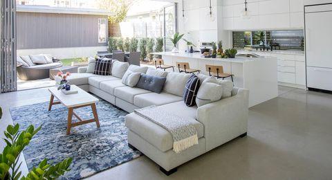casa familiar con terraza y espacios abiertos luminosos