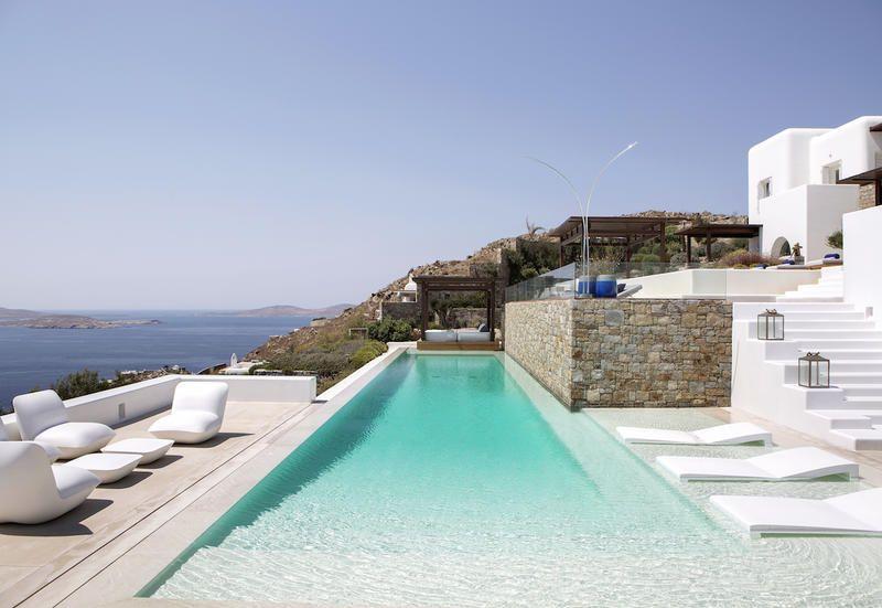 La casa greca perfetta è un architettura di terrazze come questa