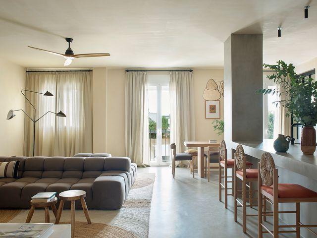 casa en ibiza de estilo natural mediterráneo y terraza