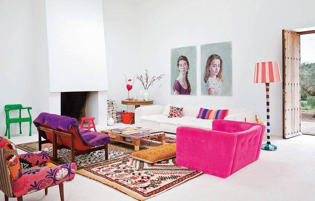 casa en ibiza decorada con estilo fresco y color