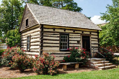 Casa de campo con jardín