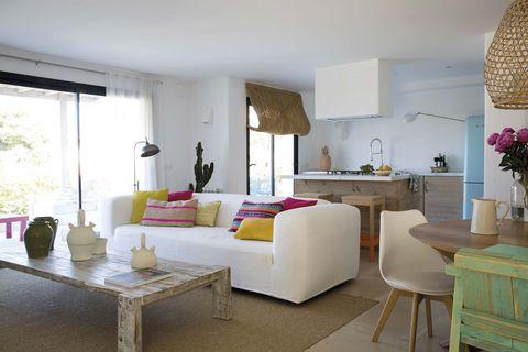 casa en jávea estilo mediterráneo salón comedor y cocina