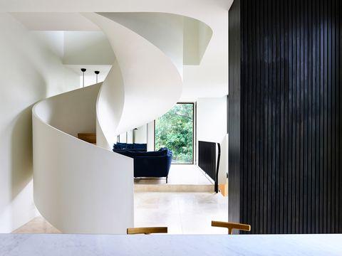 Una casa diseñada a medida y en vertical por Kennedy Nolan