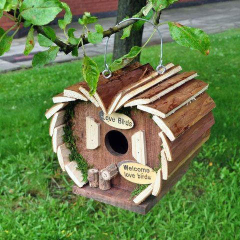casa de madera para pájaros