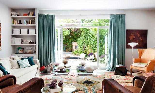 casa colonia chalés madrid con patio y decoración colorista