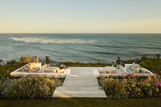 una casa en malibú de estilo bohemio con vistas al océano