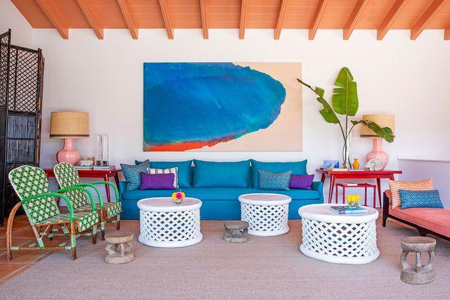 casa en marbella decorada con mucho color