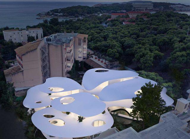 the butterfly, una casa con forma de mariposa en vouliagmeni, grecia, diseñada por 314 architecture studio