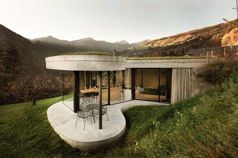 casa moderna con tejado verde en forma ondulada