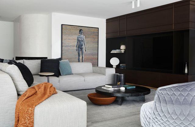 casa moderna y elegante salon zona de estar sofa gris mueble televisión