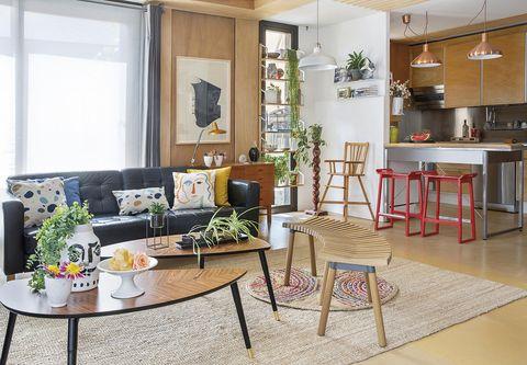casa modular salón con estilo mid century con cocina integrada