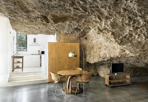 La Casa Nella Roccia.La Casa Nella Roccia Ritorno Al Paleolitico