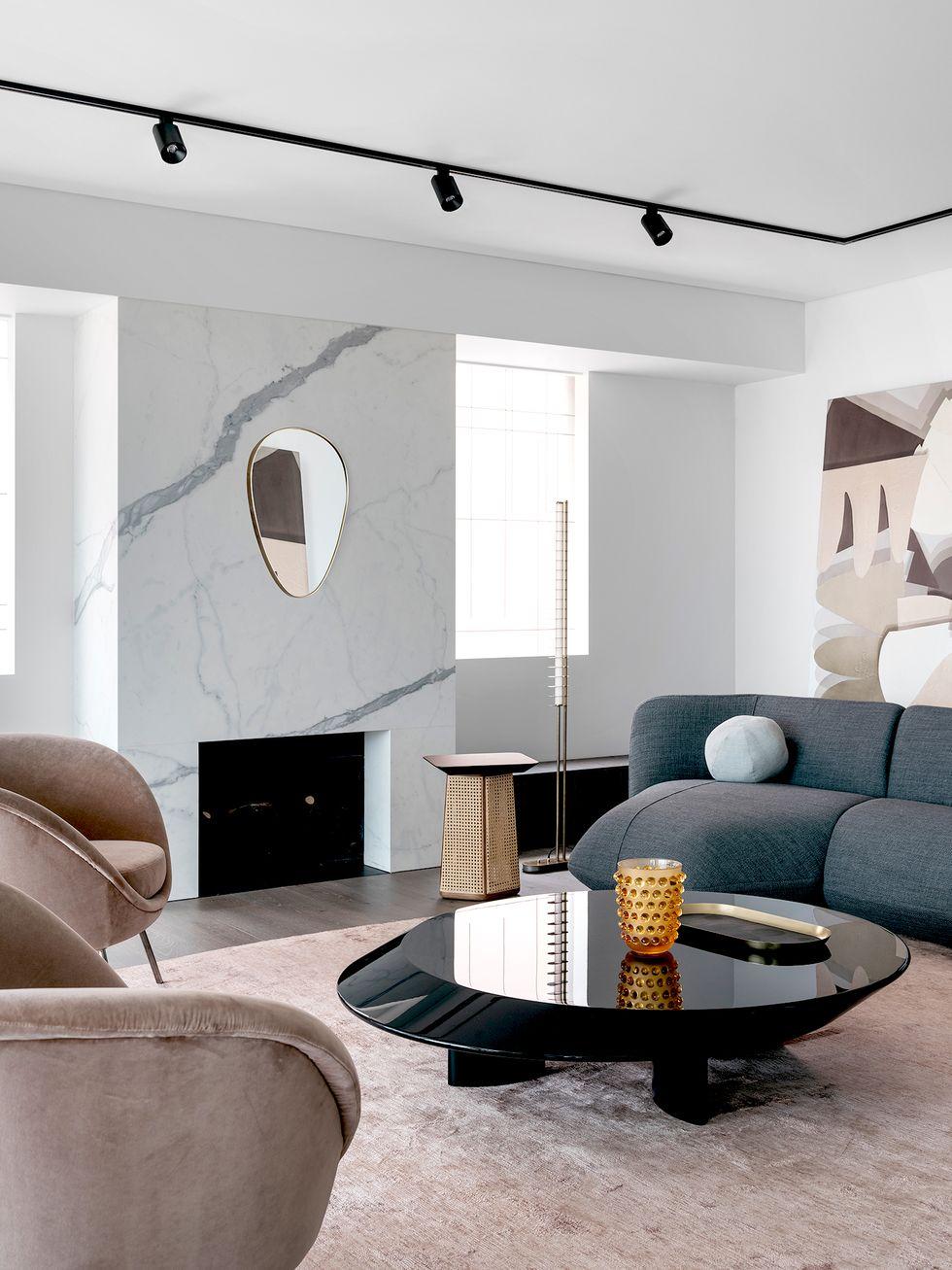 灰粉色装饰,灰色沙发的空间