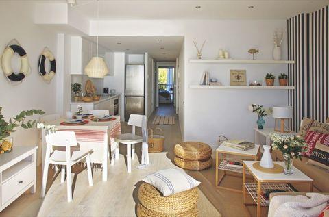 un apartamento con vistas al mar en sitges salón comedor