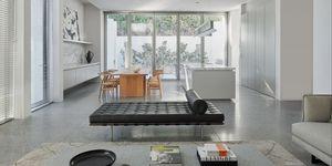 Una casa cúbica, sobria y minimalista diseñada por Davidov Partners