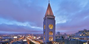 Casa dentro de una torre de reloj en San Francisco