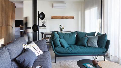Casa unifamiliar decorada con estilo cálido y sobrio