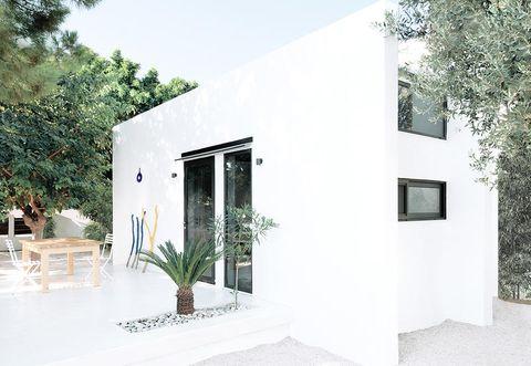House, White, Property, Building, Home, Architecture, Facade, Real estate, Interior design, Room,