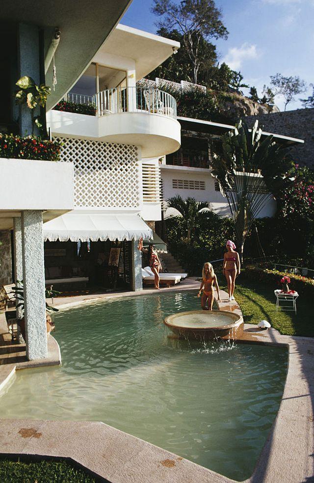 la barranca, warren avis' villa in acapulco, january 1971 photo by slim aaronsgetty images