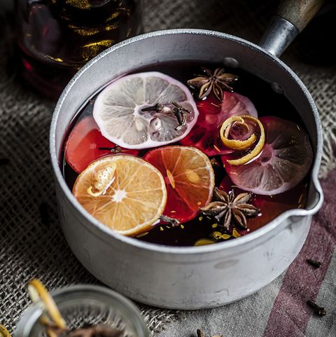 Cerole With Mulled Wine Slices Of Lemons And Oranges Es