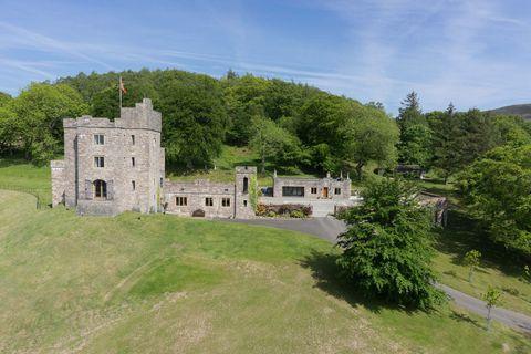 Castell Gyrn - 6 bedroom castle in Wales
