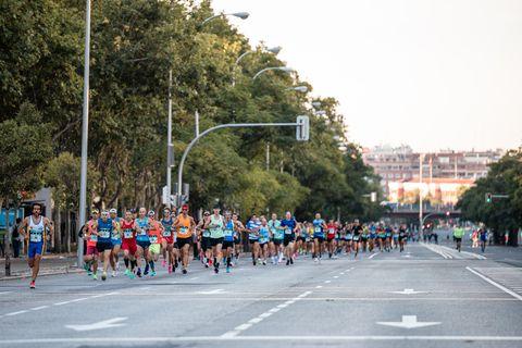 corredores en el maratón madrid 2021