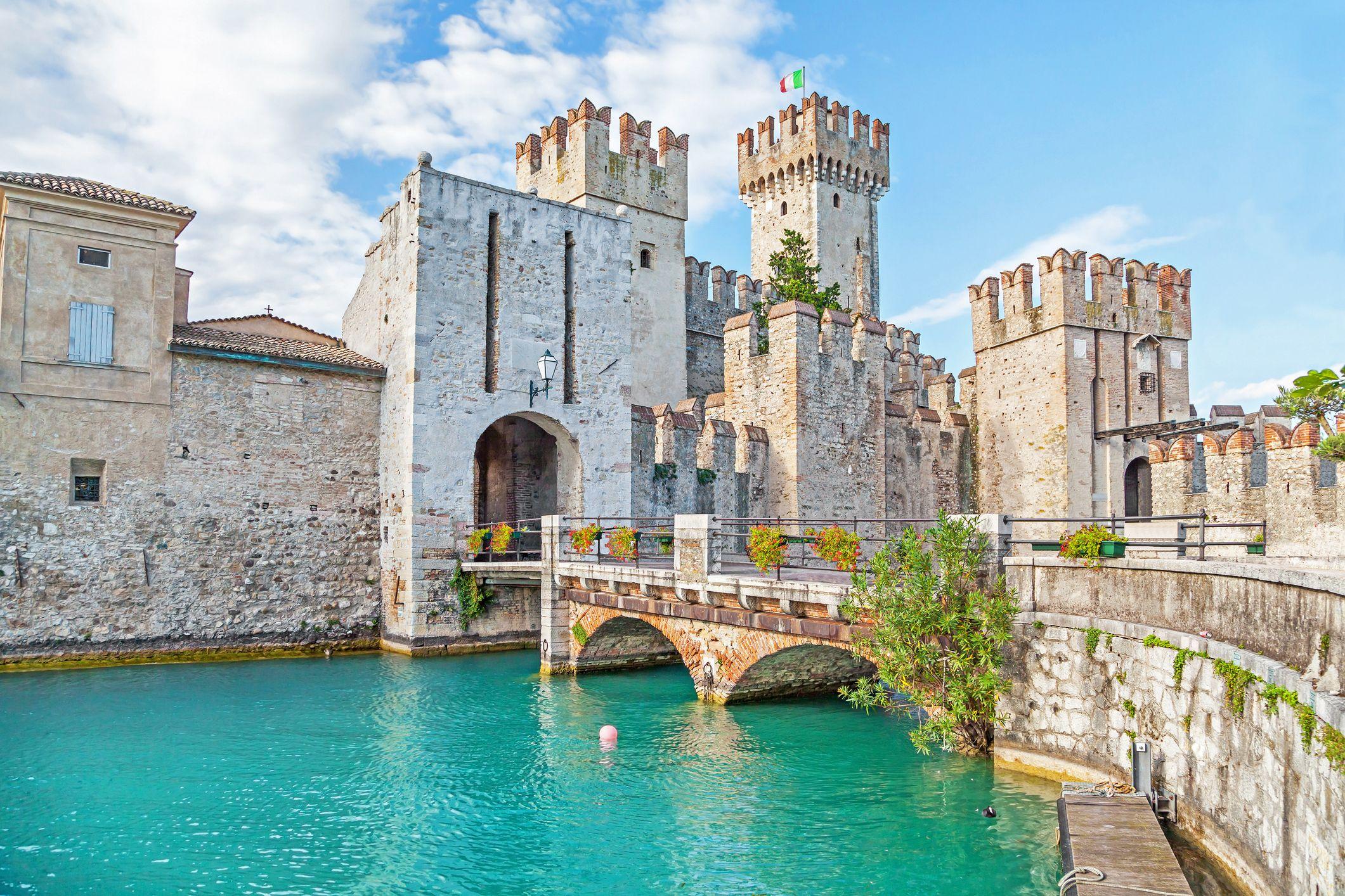 Il Castello di Sirmione, la Rocca Scaligera sul Lago di Garda