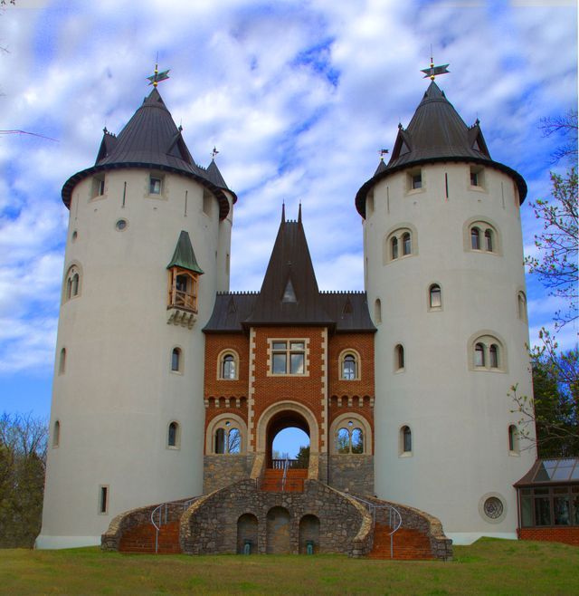 """castle gwynn, the sole filming location for taylor swift's """"love story"""" music video, and the site of the tennessee renaissance festival"""