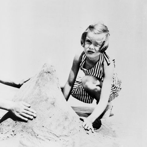 old hollywood stars before they were famous grace kelly playing in sand