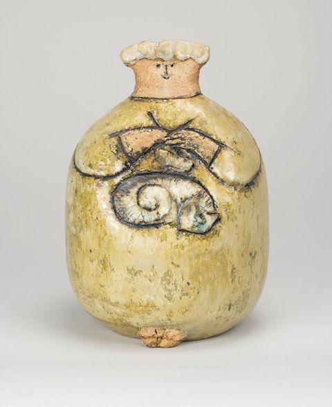 ネコを抱いた女性(ユニークピース) 1959〜62年 ©︎Lisa Larson/Alvaro Campo