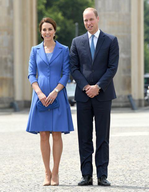 キャサリン妃 ウィリアム王子 ロイヤル 立ち姿 ポーズ
