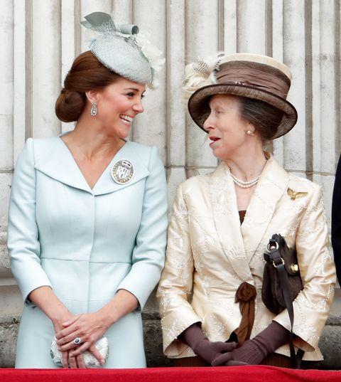 ロンドン・ファッション・ウィーク、アン女王、キャサリン妃