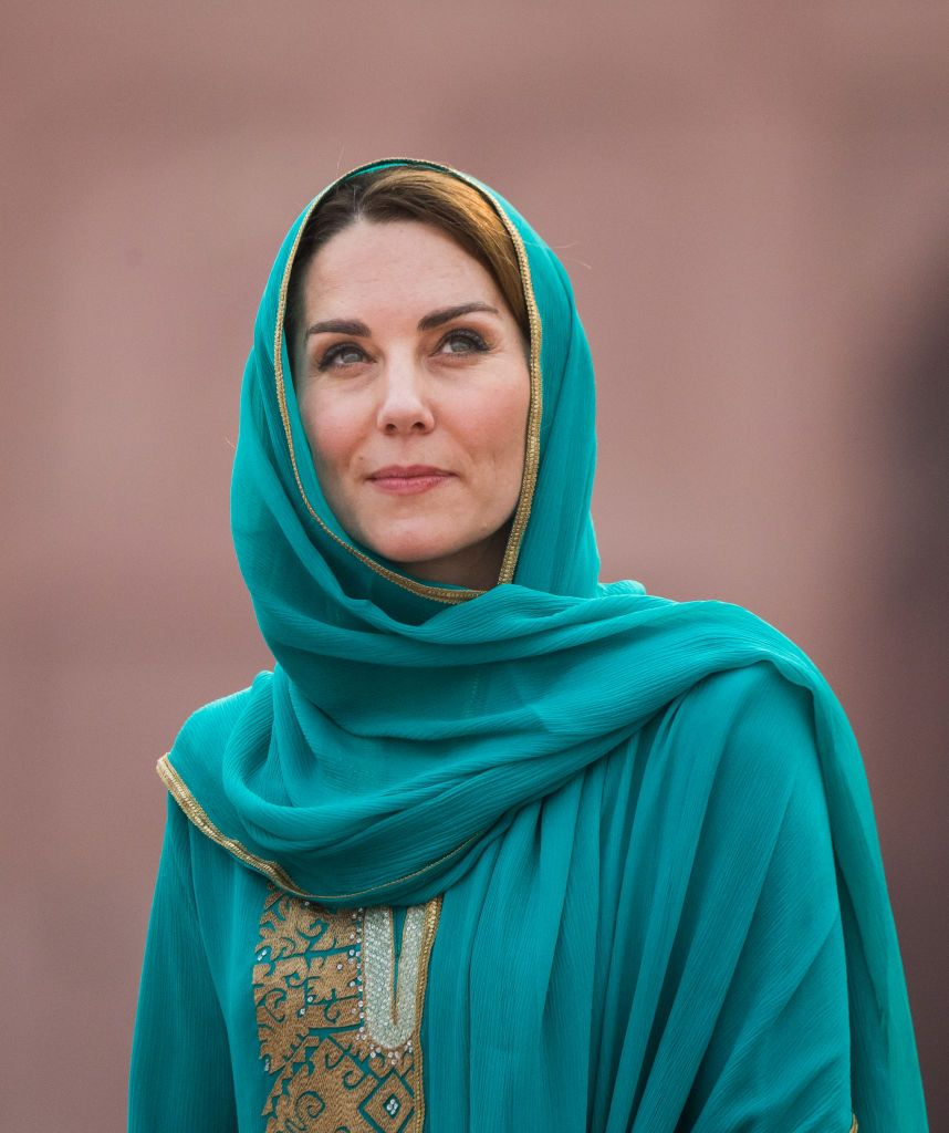Kate Middleton Wore a Green Shalwar Kameez and Headscarf While Visiting the Badshahi Mosque
