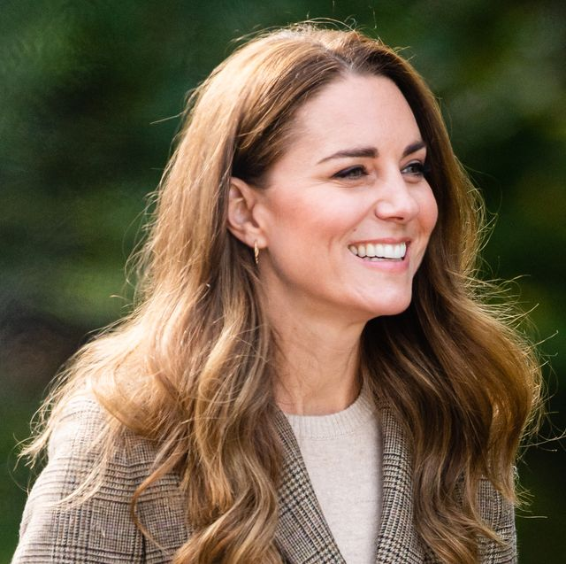 duchess of cambridge white hold still