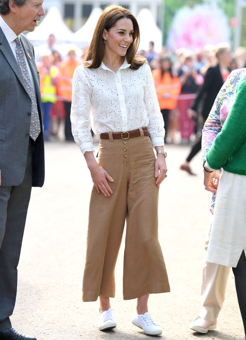 Kate Middleton travel style - white trainers