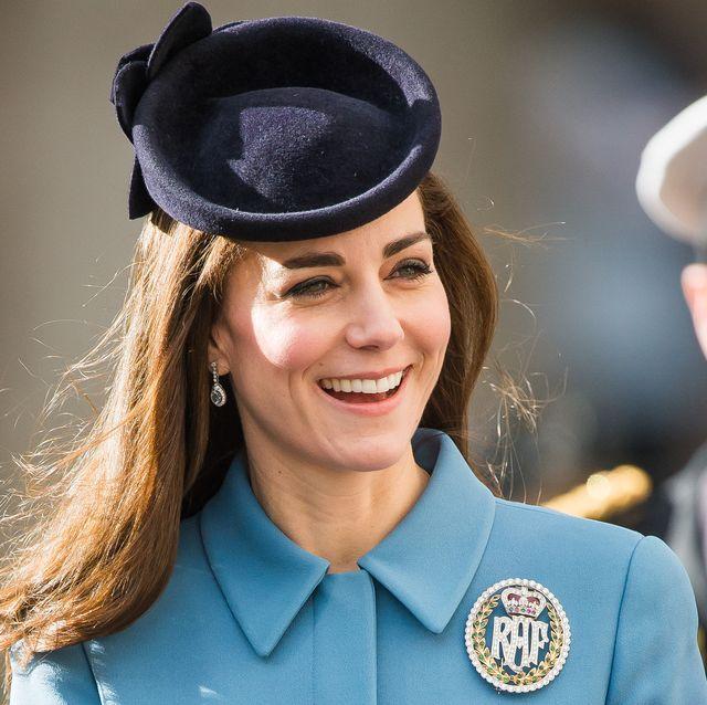 kate middleton wears raf brooch