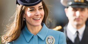 kate middleton wears raf brooch