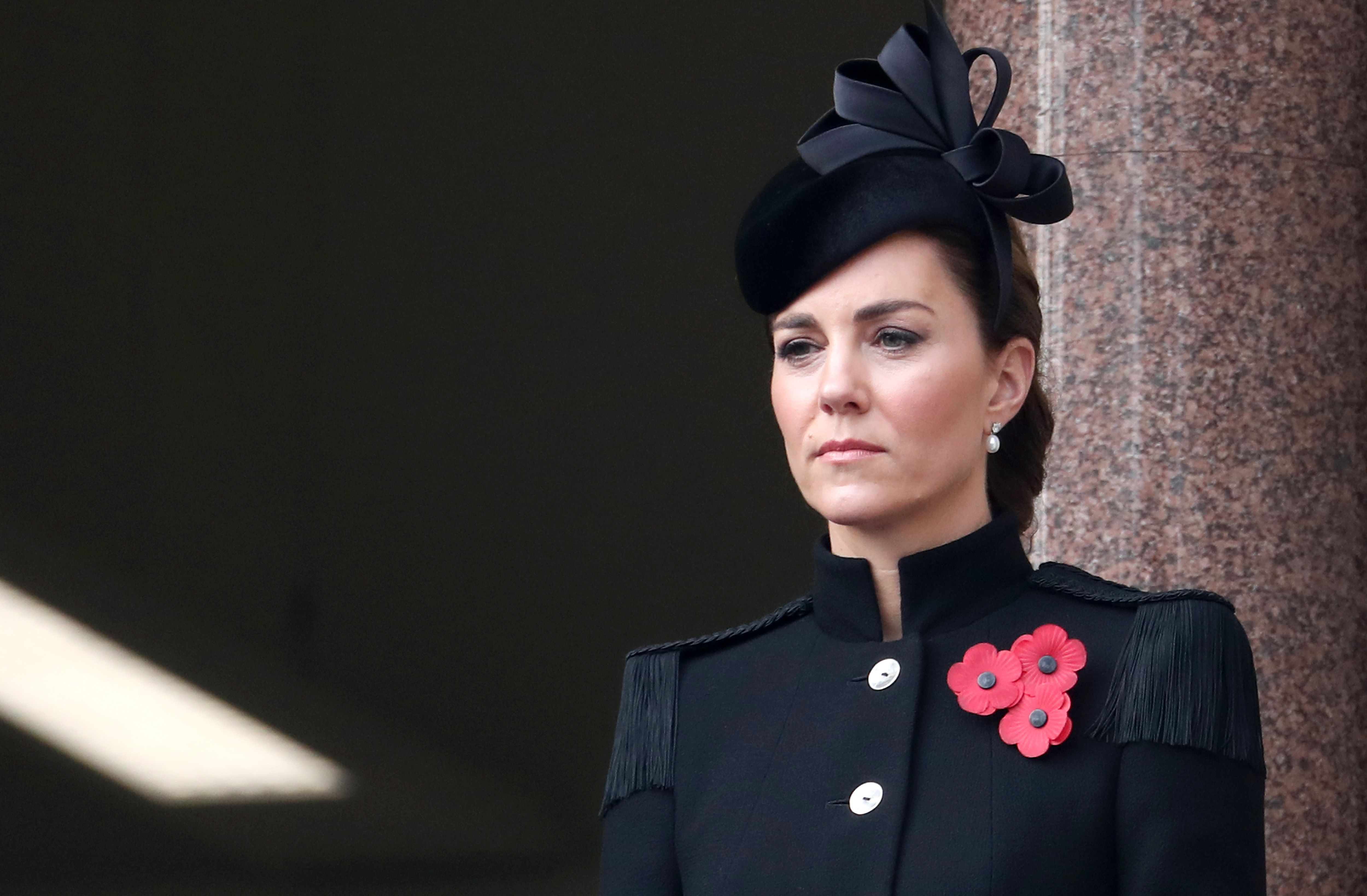 kate middleton attends remembrance day service to honor troops harper s bazaar