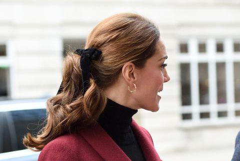 Kate Middleton Can t Stop Wearing Hair Bows - Kate Middleton Velvet ... cd6e513c25a