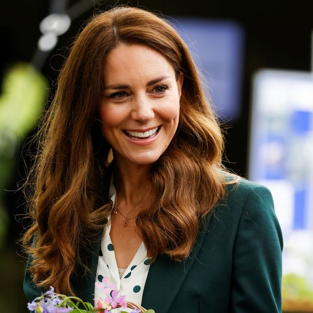 Kate Middleton Wears a Green Suit with Sneakers in Scotland