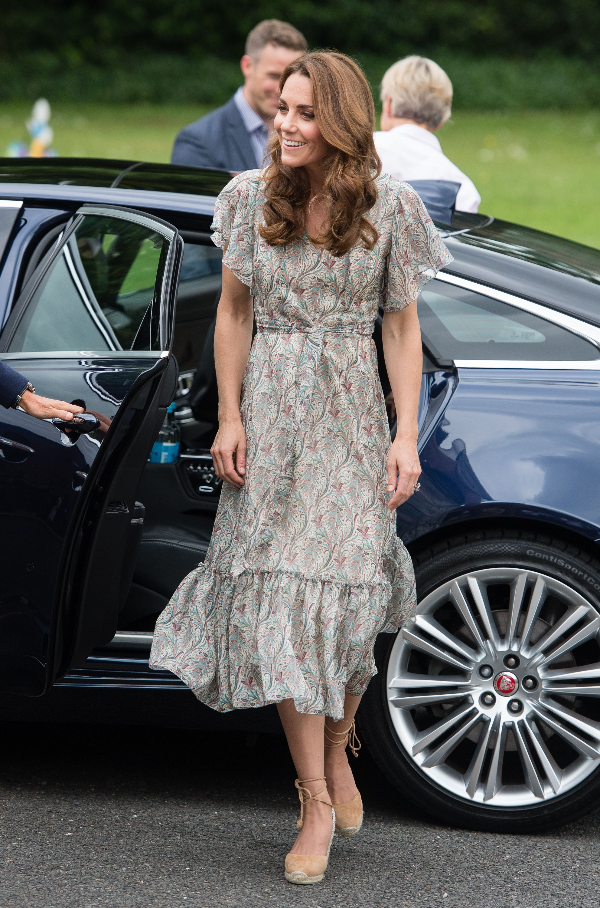 9418dccc3d0 Kate Middleton Wears Printed Dress and Espadrilles to Photography ...