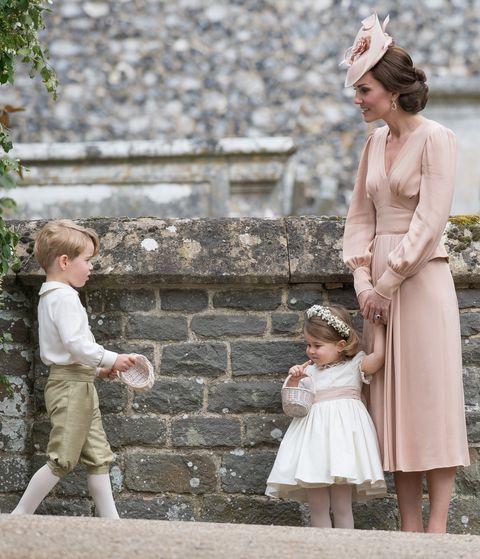 ピッパ・ミドルトンとジェームズ・マシューズの結婚式に出席したキャサリン妃、ジョージ王子、シャーロット王女
