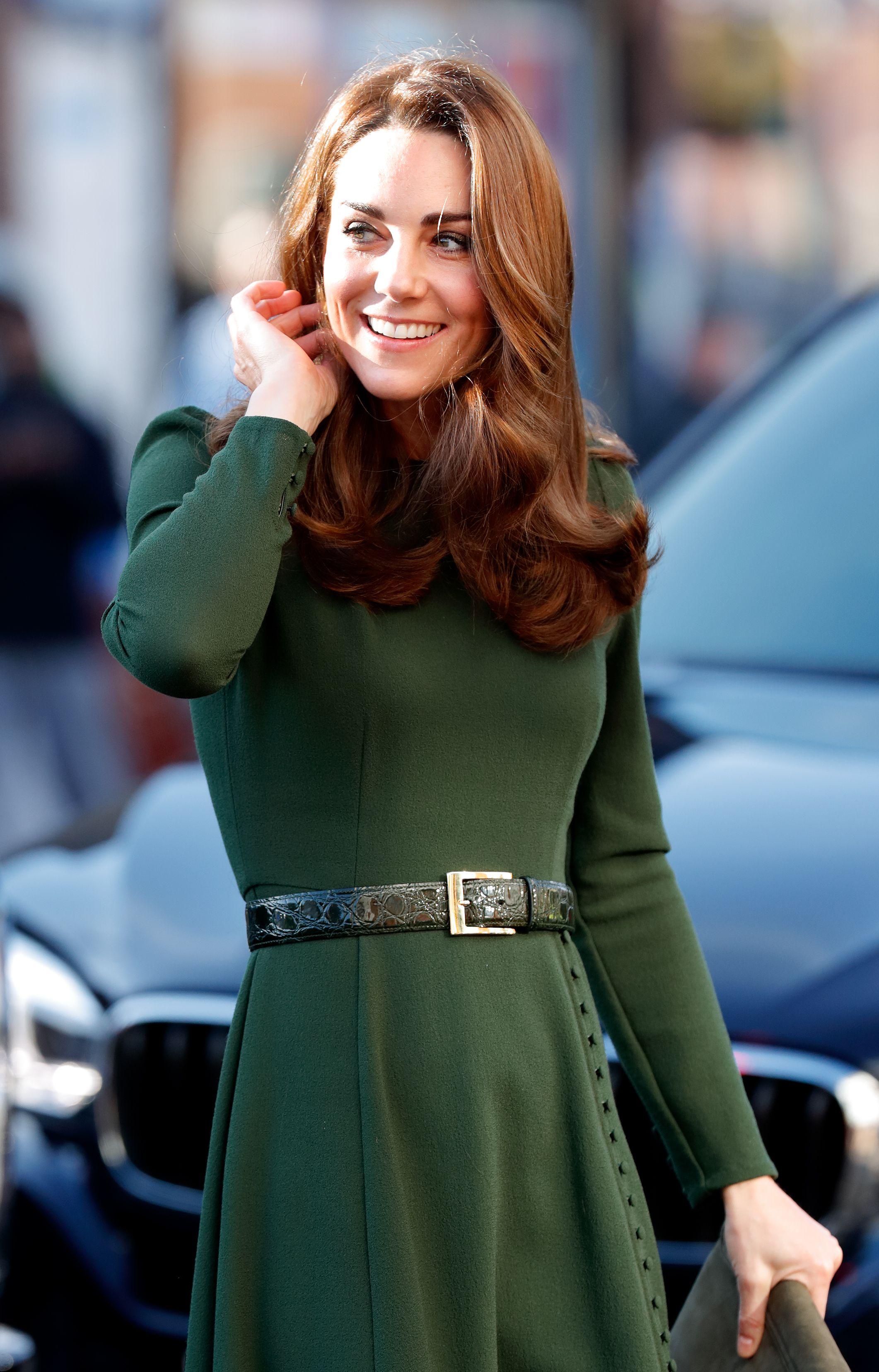 9f84bd6ba596 Kate Middleton look  il vestito di Beulah London verde e fresco