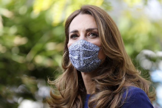 kate middleton the duchess of cambridge visits tommy's research centre
