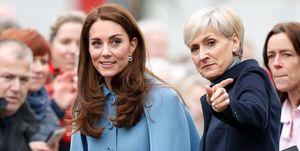Kate Middleton en persoonlijk secretaris Catherine Quinn tijdens een bezoek aan Ierland.