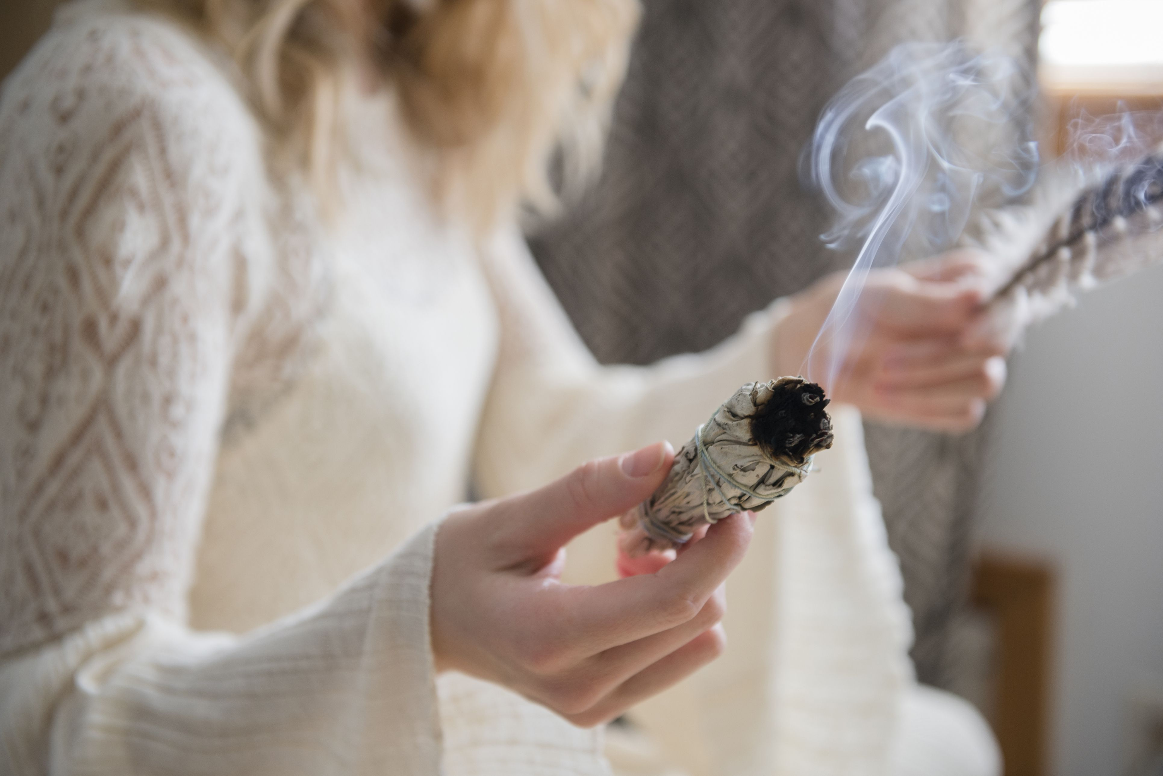 How to Burn Sage for a Mood-Boosting Ritual That Could Melt Stress Away 113a390745