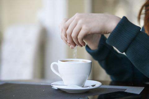 幫咖啡加糖