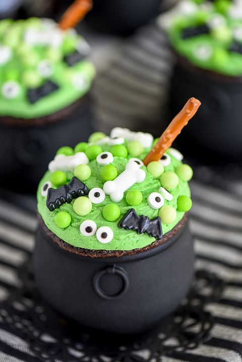 40 cute halloween cupcakes easy recipes for halloween - Halloween decorations for cupcakes ...