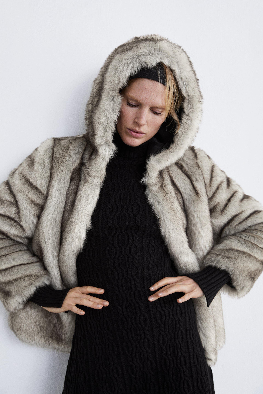 Abrigo textura efecto pelo capucha zara