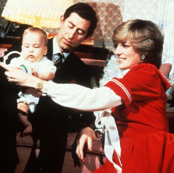 英國皇室聖誕節照片特輯!黛安娜王妃與威廉、哈利王子的珍貴過節畫面曝光